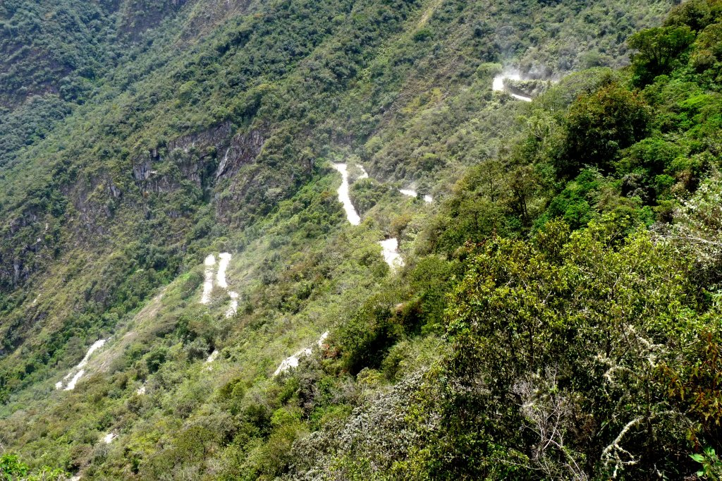 The switchback road up Machu Picchu mountain - photo by E. Jurus
