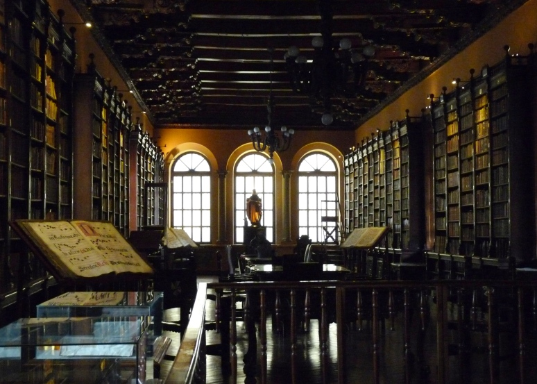 The fabulous convent library - photo by E. Jurus